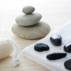 galets en équilibre pierres chaudes